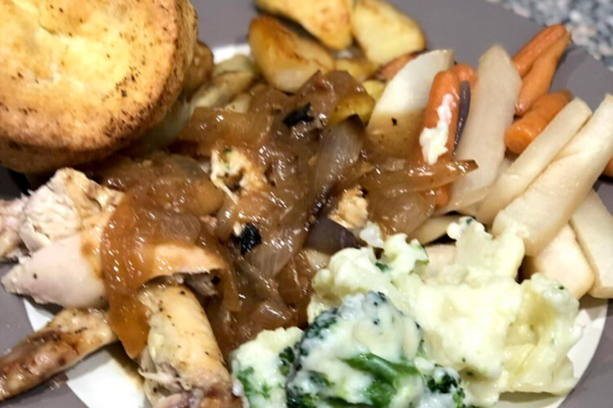 American mum posts pic of her 'perfect' roast dinner but Brits are fuming about her one massive mistake
